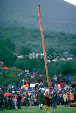 tossing the caber test of strength