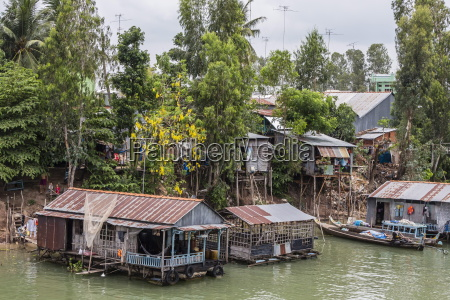 daily vietnamese river life on the