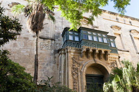 courtyard with maltese balcony and trees