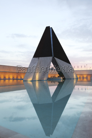 monument to overseas combatants of the