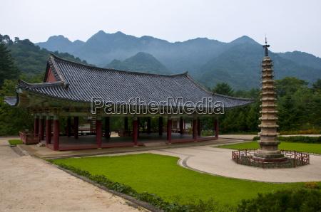 pohyon sa a korean buddhist temple