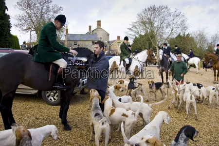 members of heythrop hunt are offered