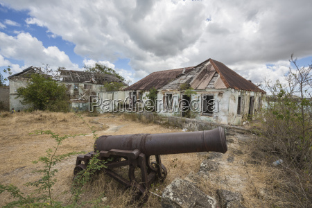 cannon around the ruined buildings at
