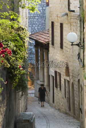 narrow street in old town rab