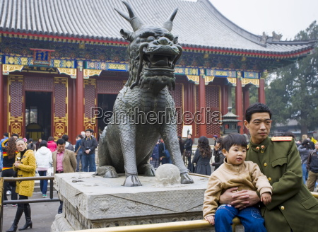 father and son by qilin statue