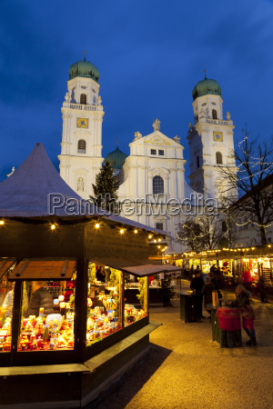 christmas market in front of the