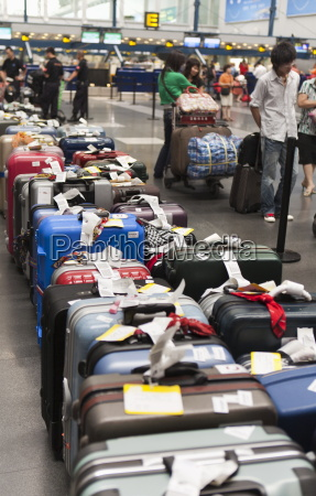 airline passengers and luggage line up