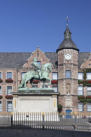 jan wellem statue town hall marktplatz