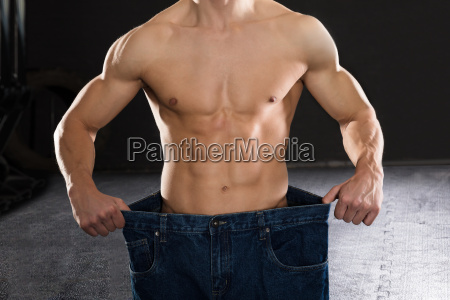 man wearing loose jean in the