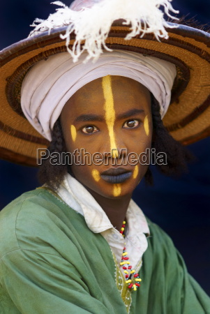 wodaabe bororo man with his face