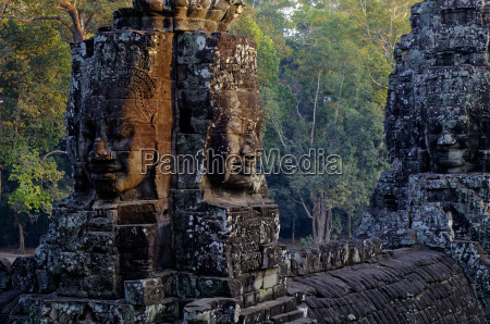 bayon temple built in 12th to