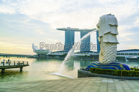 merlion statue the national symbol of