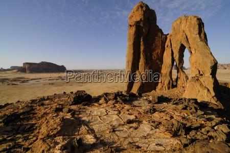 danoa natural arch sahara desert ennedi