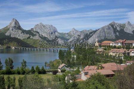 riano and reservoir picos de europa