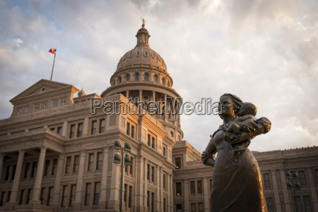 usa austin statue of a pioneer