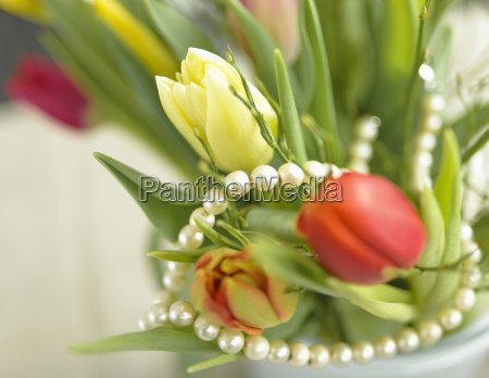 pearl necklace with yellow and red
