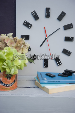 diy clock made from dominos