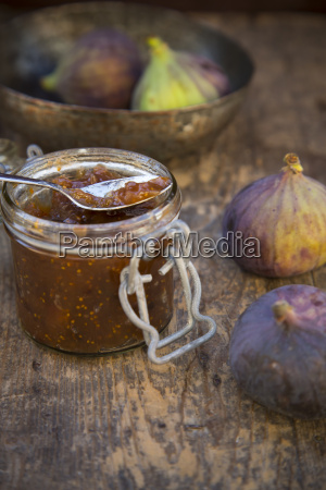 four figs ficus carica a bowl