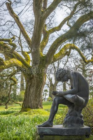 germany mainau statue boy with thorn