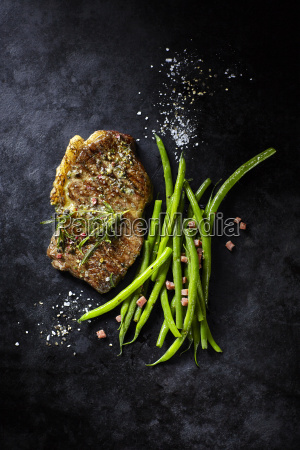 rump steak with green beans and