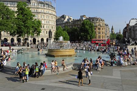 uk london trafalgar square fountain with