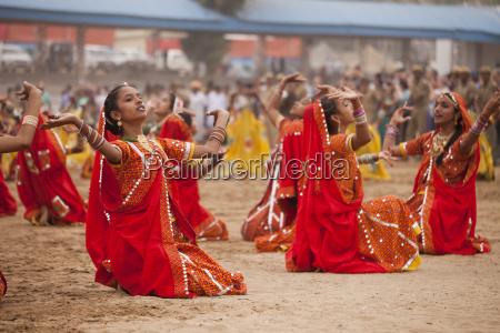 india rajasthan pushkar female folk dancers