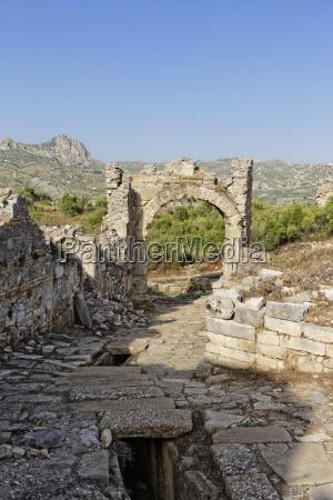 viaggio viaggiare pietra sasso cancello portale