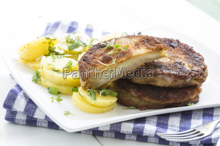 kohlrabi schnitzel with potato salad studio