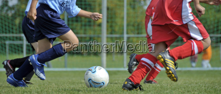 fussballspiel kinder fussballspieler und fussball