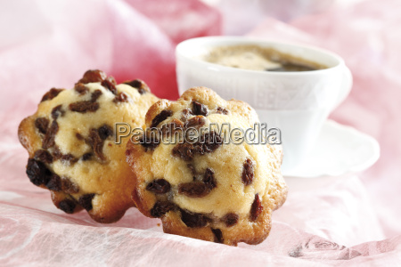 madeleine cakes with raisins close up