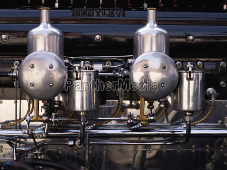 engine compartment of bentlay veteran car