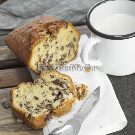 sliced advocaat cake with mug of