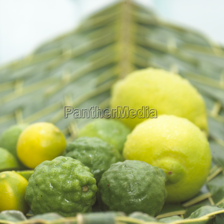 citrons and guavas in bowl