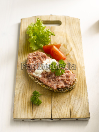 slice of bread with minced meat