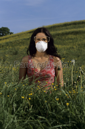 woman wearing wearing a mask and