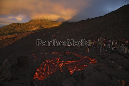 guatemala pacaya volcano lava flow spectators