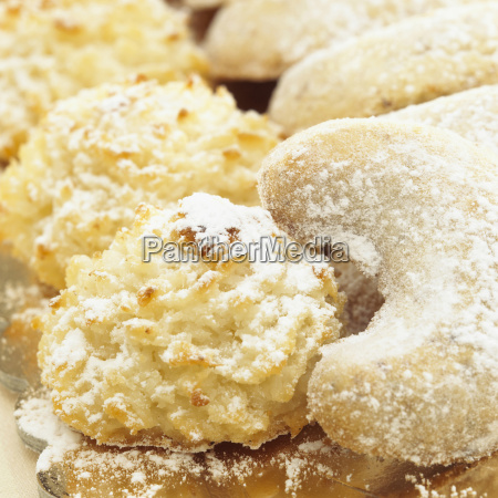 vanilla crescents and cocos macaroons close