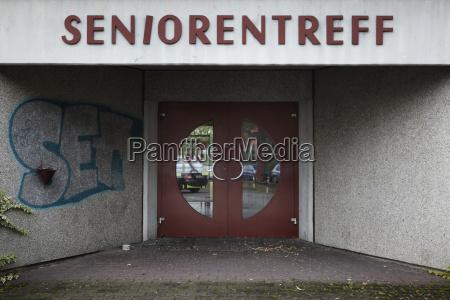 hessen offenbach entrance door of senior