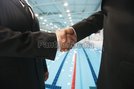 buinessmen shaking hands