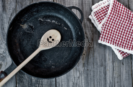 black cast iron frying pan with