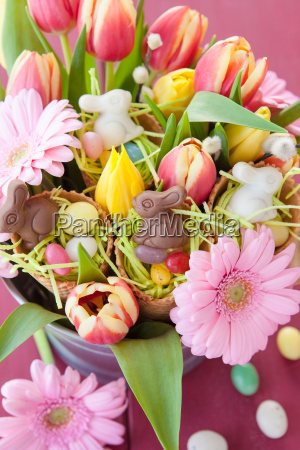 small easter baskets in bouquet