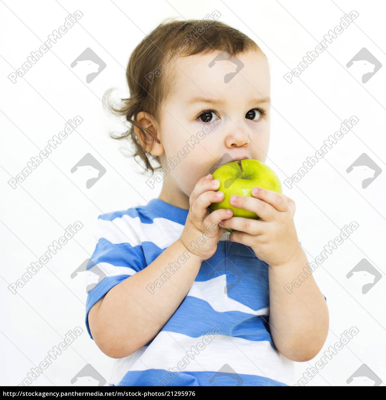 boy, (4-5), wearing, t-shirt, eating, green - 21295976