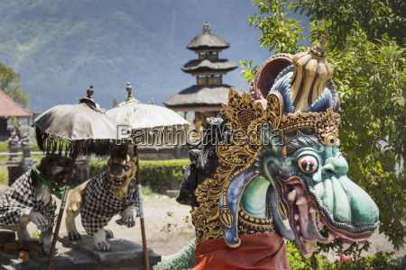 ulun danu temple beratan lake in