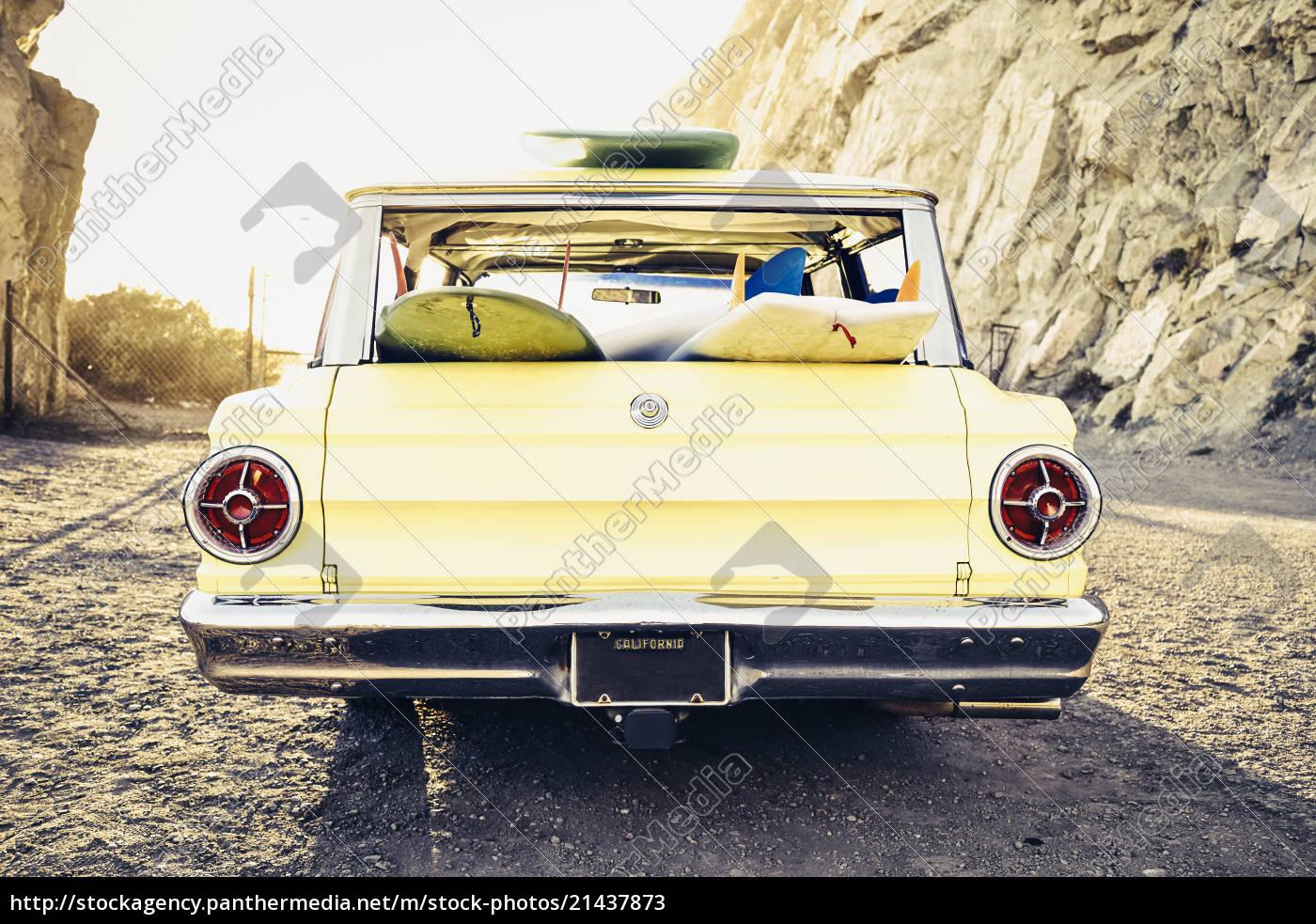 vintage, station, wagon, at, beach - 21437873