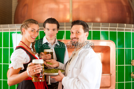 couple with beer and their brewer