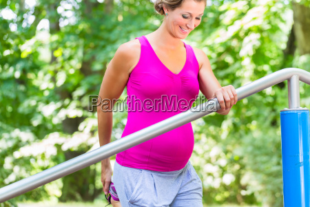 pregnant woman doing pregnancy exercises on