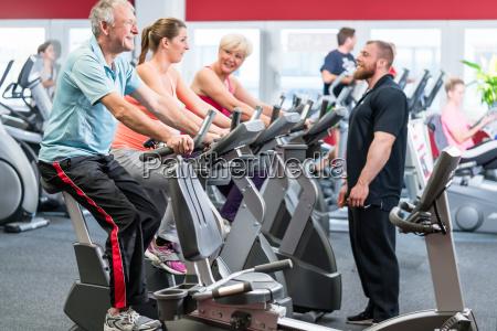 donna uomini uomo salute sport dello