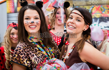 girls on rose monday celebrating german