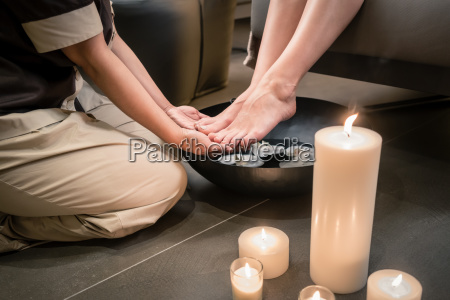 hands of an asian therapist during