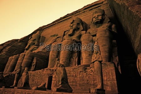 colossi of ramses ii great temple